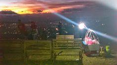 Foto: Sunset di landasan paralayang Puncak