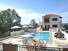 Rethymno villa rental - Villa Maria can accommodate up to 10 guests! Heraklion, Old City, Crete, Villas, Mansions, House Styles, Building, Outdoor Decor, Holiday