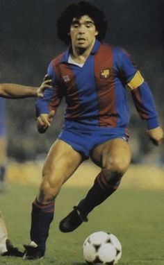Diego Maradona playing for Barcelona FC! Football Drills, Football Icon, Best Football Players, World Football, Soccer Players, Football Soccer, Fc Barcelona, Barcelona Futbol Club, Lionel Messi