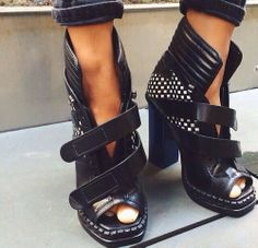#shoes #black #sandals #fashion #heels #highheels #classy #streetstyle #girls