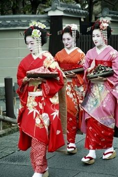 Geishas, almost disappeared in Japan