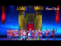 Shrek, The Musical (Dutch) Fun alternate costumes and sets.