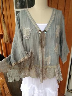 Linen Art Jacket Tattered and Torn by Luv Lucy by LuvLucyArtToWear Boho Outfits, Vintage Outfits, Estilo Hippie, Mode Boho, Altered Couture, Linens And Lace, Vintage Lace, Vintage Blouse, Mode Inspiration