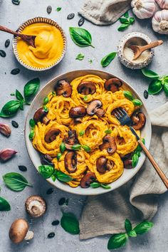 The BEST Vegan Pumpkin Alfredo Recipe - It's creamy, healthy, delicious, dairy-free & perfect for Fettuccine or as cheese sauce for pasta bake! Pasta With Alfredo Sauce, Vegan Alfredo Sauce, Vegan Cheese Sauce, Fettuccine Pasta, Cashew Cheese, Vegetarian Recipes, Cooking Recipes, Vegan Vegetarian, Recipes