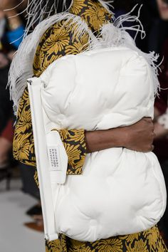 Maison Margiela Spring 2018 Fashion Show Details, Runway, Womenswear Collections at TheImpression.com - Fashion news, street style, models
