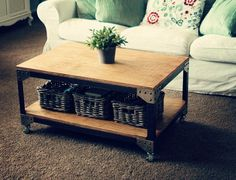 Pallet coffee table -- has storage underneath