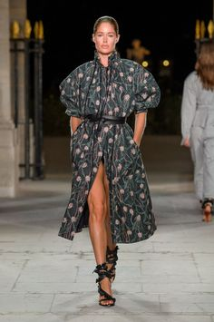 39 Looks From the Isabel Marant Spring 2017 Show - Isabel Marant Runway Show at Paris Fashion Week London Fashion Weeks, Fashion Week Paris, Spring Fashion 2017, Runway Fashion, Fashion Face, Daily Fashion, Fashion News, High Fashion, Fashion Show