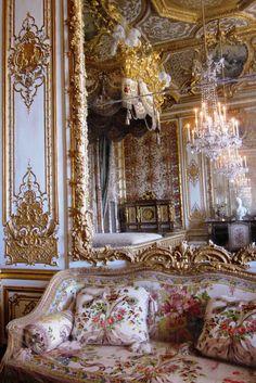 Maria Antonieta quarto em estilo barroco reconstruído para ser exposto no Palácio de Versalhes na França.jpg 534×800 píxeis