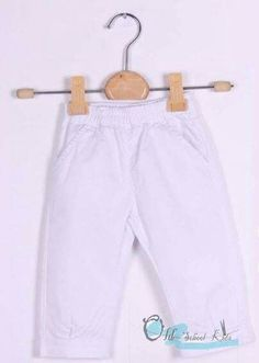 Pantalón de algodón blanco con goma en cintura para puesta fácil.  De 3 a 18 meses. 9€. Síguenos en Facebook o Instagram @old_school_kids_