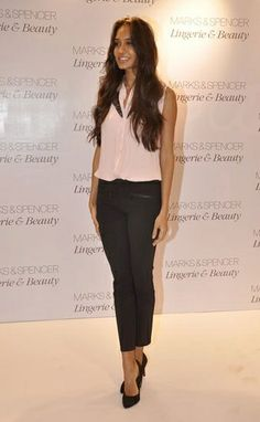 The most stylish stars out and about this week Lisa Haydon, Professional Wear, Work Looks, Dressed To Kill, Indian Beauty, Indian Jewelry, Love Fashion, Nice Dresses, Prada
