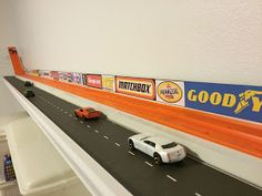 Tired of this Hot Wheels track that takes up valuable floor space on the wall . Informations About Müde von diesem Hot Wheels-Track, der wertvolle Bodenfläche an der Wand einnim. Hot Wheels Storage, Hot Wheels Display, Diy Toy Storage, Kids Storage, Storage Ideas, Wall Storage, Storage Solutions, Shelf Ideas, Garage Storage