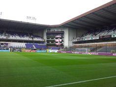 Stade Constant Vanden Stock, Bruselas, Bélgica. Capacidad 28 063 espectadores, Equipo local RSC Anderlecht. Lo llamaron Estadio Émile Versé. En 1983, el estadio fue completamente reconstruido y tomó el nombre del presidente Constant Vanden Stock.
