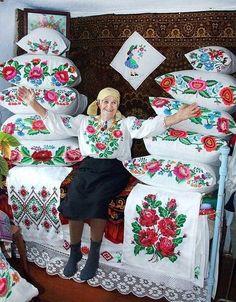 Tsvitut'  maky ta rozhi , Ukraine, from Iryna
