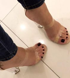 "946 Likes, 10 Comments - @camfeet on Instagram: ""@gelecampos #littlefeet #soles #solinhas #footfetishnation #sexyfeet #cutefeet #podo #podolatria…"""