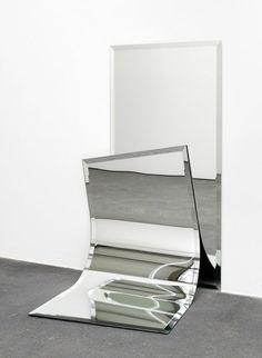 'Ungeklärte Zustände by Alicja Kwade, 2012 Contemporary Sculpture, Contemporary Art, Sculpture Art, Sculptures, Instalation Art, Bokashi, What's Your Style, Mirror Art, Conceptual Art