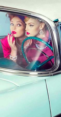 'The Chic & The Cars' ~ Frida Gustavsson by Sanchez & Mongiello for Vogue Gioiello, September/October 2009 Rockabilly Style, Rockabilly Girls, Vintage Glam, Vintage Beauty, Vintage Cars, Moda Mania, Retro Fashion, Vintage Fashion, Idda Van Munster
