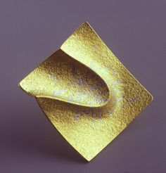 Jacqueline Mina, brooch, 2006, gold and platinum fusion inlay, private collection