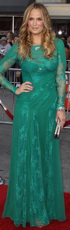 Who made  Molly Sims' green lace gown and gold jewelry?