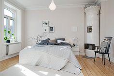 Rymligt sovrum med gott om plats för dubbelsäng