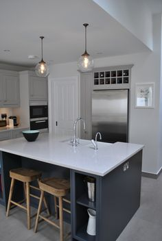 Eclectic Interiors is a Kitchen Designer in London, Clapham. Our kitchen company provides bepoke shaker kitchens, bathrooms and custom made furniture. Modern Shaker Kitchen, Slate Kitchen, Open Plan Kitchen Dining Living, Cosy Kitchen, Shaker Style Kitchens, Grey Kitchen Cabinets, Living Room Kitchen, Kitchen Layout, New Kitchen