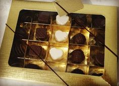 Para o dia dos namorados leve está linda caixa com 20 deliciosas Trufas Faça já sua reserva 9297-5434 #anapolisgo #mundodastrufas by mundo_das_trufas_anapolis http://ift.tt/1VrwelB