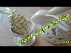 How to Crochet Lace Easter Egg CoverHow to Crochet an Egg ╰⊱♥⊱⊱╮Watch more videos by gianiART: ⏩▶ Crochet ART . Easter Crochet, Crochet Art, Crochet Granny, Crochet Motif, Double Crochet, Crochet Flowers, Crochet Hooks, Crochet Ideas, Crochet Abbreviations
