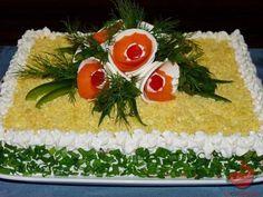 Słony torcik czyli sałatka na krakersach tocokocham.com Healthy Dishes, Food And Drink, Table Decorations, Tableware, Party, Home Decor, Impreza, Cakes, Dinnerware