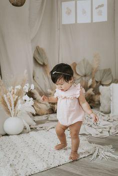 1 Year Photos, Old Family Photos, Girl Photos, Maternity Photographer, Family Photographer, Old Photography, Portrait Photography, 1 Year Old Girl, Toddler Photos