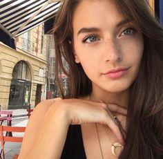 she is pretty!!