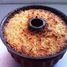 Ingredientes: 2 1/2 xícaras de açúcar 1 garrafinha de leite de coco 1 kg de mandioca descascada e ralada 150 gramas de manteiga 2 ovos 1 pitada de sal Para o molho 1/2 garrafinha de leite de coco 4 colheres de sopa de açúcar . Modo de Preparo: Aqueça o forno em temperatura alta (200ºC) [...]