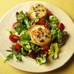 Gratinierter Ziegenkäse mit jungem Blattsalat Rezept | Küchengötter
