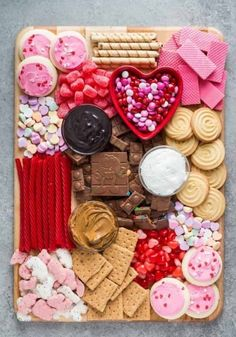 Dessert Charcuterie Board with Chocolate and Cookies - Happy Valentines' Day! Galentine's Day Ideas for your Girls' Valentine's Day celebration on February Best Friend Forever BFF Ideas for Ladies Night, Brunch, Slumber Parties, Bachelorette and more! Valentine Desserts, Valentines Day Food, Valentine Party, Valentines Baking, Valentines Recipes, Printable Valentine, Homemade Valentines, Valentine Treats, Valentine Day Love