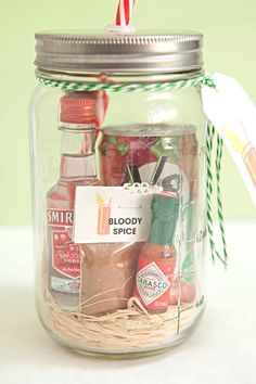 your own Mason Jar Bloody Mary Gift + Spice Mix! Mason Jar Bloody Mary Gift with delicious spice mix - awesome bachelor/bachelorette party gifts!Mason Jar Bloody Mary Gift with delicious spice mix - awesome bachelor/bachelorette party gifts! Pot Mason Diy, Mason Jars, Mason Jar Mixes, Homemade Christmas, Diy Christmas Gifts, Mary Christmas, Father Christmas, Christmas Crafts For Gifts For Adults, Christmas Quotes