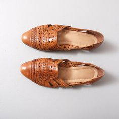 1980s Flats  Brown Woven Leather Huarache by OldFaithfulVintage, $34.00