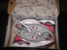 Woman's Under Armour running shoes illusion II size 6 white/burgundy/silver