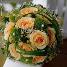 Wedding Centerpieces Looking for the right bridal bouquet Orange Wedding Flowers, Bridal Flowers, Orange Flowers, Flower Bouquet Wedding, Bride Bouquets, Bridesmaid Bouquet, Floral Bouquets, Wedding Flower Arrangements, Wedding Centerpieces