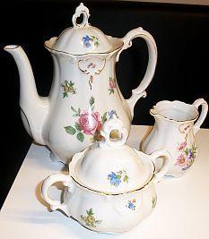 Zahlreiche neue Leserbriefe zu Porzellan und Keramik sind nun online: http://sammler.com/keramik/#Mails