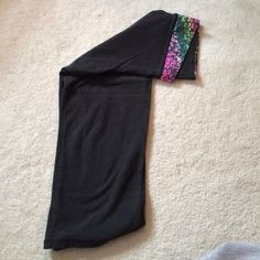 VS PINK yoga crop. Pre-loved, design pattern no longer sold, too fabric crosses in front. No rips, tears, pulls etc. PINK Victoria's Secret Pants