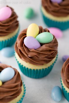 Nest Cupcakes for Easter, an easy way to make a cute dessert! cupcakes Easy Easter Cupcake Decorating (and Decor! Easter Cupcakes, Easter Cookies, Easter Treats, Spring Cupcakes, Easter Cake Easy, Simple Cupcakes, Easter Table, Easter Cupcake Decorations, Swirl Cupcakes