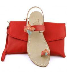 Sandals capri coordinated leather pochette. Dea Sandals Capri Style Shop online shipping worldwide www.deasandals.com  #sandals #outfit #caprisandals #infradito #sandaligioiello #fashionista #fashionbloggers #moda #scarpe #shoes #capri #sposa #couture #swarovski #deasandals