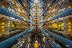Clement Celma är fotograf ifrån Barcelona och han fokuserar sitt arbete på Gaudis verk. Här på bild... http://blish.se/faee462a57