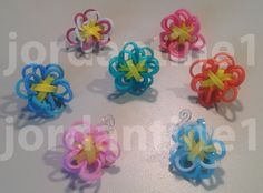 Flower Fun Charm Made on the Monster Tail - Rainbow Loom Diy Rainbow Loom Rings, Rainbow Loom Bands, Rainbow Loom Charms, Rainbow Bow, Rainbow Loom Bracelets, Rainbow Crafts, Loom Band Patterns, Rainbow Loom Patterns, Rainbow Loom Creations