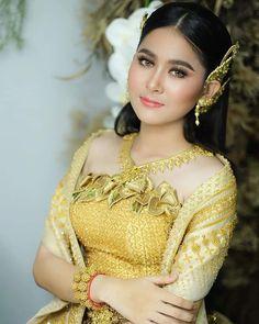 Cambodian Wedding Dress, Khmer Wedding, Wedding Bride, Traditional Wedding, Traditional Dresses, Sierra Mccormick, Wedding Costumes, Formal Dresses, Wedding Dresses