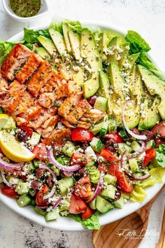 Salmon Salad with an incredible lemon herb Mediterranean dressing! Loade Avocado Salmon Salad with an incredible lemon herb Mediterranean dressing! Avocado Salmon Salad with an incredible lemon herb Mediterranean dressing! Savory Salads, Healthy Salads, Healthy Nutrition, Healthy Drinks, Healthy Eating, Healthy Recipes, Avocado Nutrition, Simple Salads, Clean Eating Salads