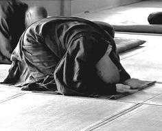 Monje Zen realizando Sampai