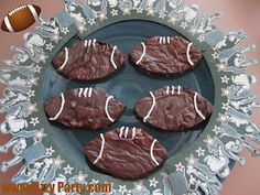 Football brownies for Super Bowl. Why serve up just square brownies at a football game when you can use a cookie cutter to cut the brownies into football shapes. Add the laces with frosting. Football Brownies, Football Desserts, Football Treats, Sports Party, Football Season, Tailgating, Holidays And Events, Cookies Et Biscuits