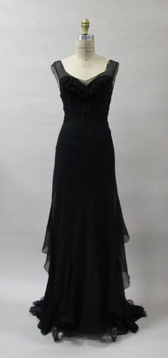Now THAT is a little black dress!---Evening dress Evening dress Charles James (American, born Great Britain, Date: Culture: American. 1930s Fashion, Fashion Moda, Look Fashion, Vintage Fashion, Fashion Design, Edwardian Fashion, Dress Fashion, Korean Fashion, Fashion Ideas