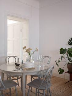 Source by mod_flaneuse Decor scandinavian Home Interior, Kitchen Interior, Interior Decorating, Danish Interior Design, Beddinge, Eclectic Furniture, Easy Home Decor, Scandinavian Home, Dining Area