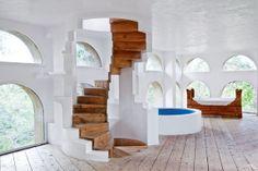 Il y a quarante ans que le sculpteur catalan Xavier Corbero édifie, près de Barcelone, une création aussi poétique que labyrinthique : sa maison.