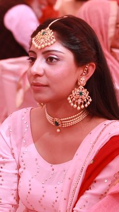 Jewelry OFF! Emerald gold and pearl earrings choker and tikka Pearl Earrings, Pearl Jewelry, Daisy Jewellery, Pearl Choker, Temple Jewellery, Bridal Jewellery, Pendant Earrings, Pearl Pendant, Pendant Jewelry